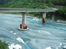 Taroko峡谷,花莲,台湾-车的桥梁 库存图片