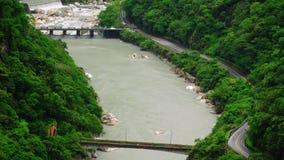 Taroko w?wozu park narodowy w Tajwan Piękni Zieleni wzgórza Zakrywający z Luksusowym ulistnieniem z Rzecznym jarem zbiory