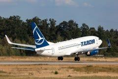 Tarom航空公司波音737-700 图库摄影