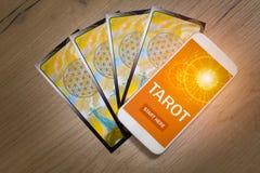 Tarot telefon komórkowy i karty Obraz Stock