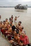tarpan hinduiska ritualer Arkivfoto