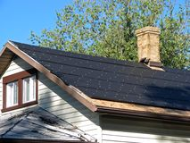 Tarpapper på ett tak Arkivfoto