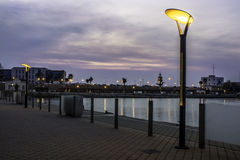 TarragonaÂ的散步在黎明 图库摄影