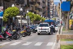 TARRAGONA HISZPANIA, MAJ, - 01, 2017: Demonstracja 1st może, ochrania policja przy ulicą Tarragona Obraz Royalty Free
