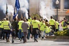 TARRAGONA HISZPANIA, MAJ, - 01, 2017: Ludzie przy ulicą Tarragona przy demonstracją 1st mogą Zdjęcie Royalty Free