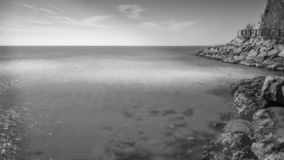 B/W picture of Salou´s `Cala Crancs` and the wooden promenade royalty free stock photography