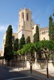 TARRAGONA SPANIEN - AUGUSTI 28th, 2017: dagsikt med blå himmel av Catedralen de Santa Maria i landskapet Tarragona Det Arkivfoton