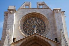 TARRAGONA SPANIEN - AUGUSTI 28th, 2017: Ett av mest berömd ställen av landskapet Tarragona Catedral de Santa Maria Arkivbilder