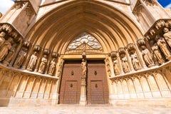 TARRAGONA, SPANIEN - 1. MAI 2017: Der Haupteingang zur Kathedrale von Tarragona lizenzfreies stockbild