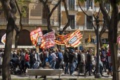 TARRAGONA SPANIEN - MAJ 01, 2017: Folket på gatan av Tarragona på demonstrationen av 1st av kan Royaltyfria Bilder