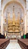 TARRAGONA SPANIEN - OKTOBER 4, 2017: Sikt av altaret i domkyrka för Tarragona domkyrkakatolik Kopiera utrymme för text vertikalt Arkivfoton