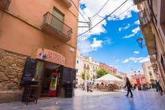 TARRAGONA, SPANJE - MEI 1, 2017: mening van het vierkant van de oude stad en de koffie Exemplaarruimte voor tekst Stock Fotografie