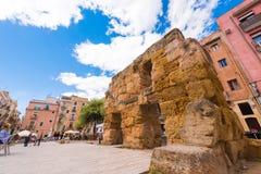 TARRAGONA, SPANJE - MEI 1, 2017: Oude ruïnes in het stadscentrum Mening van het gebied van het Provinciale Forum De ruimte van he Stock Fotografie