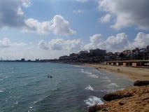 Tarragona-Strand, wie von einer Klippe gesehen Stockfotos