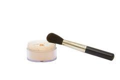 Tarro abierto del polvo del maquillaje con el cepillo Fotos de archivo libres de regalías