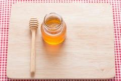 Tarro con la cuchara de la miel Imagen de archivo