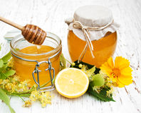 Tarro con la miel Imagen de archivo libre de regalías