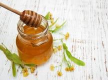 Tarro con la miel Imagenes de archivo