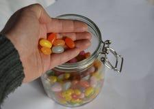 Tarro con los dulces del caramelo foto de archivo