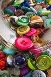 Tarro de botones del vintage, detalle Imagenes de archivo