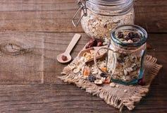 Tarro de cierre libre del muesli del gluten sano para arriba Imagen de archivo libre de regalías
