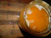 Tarro de cristal con la miel del ucraniano del azúcar Fotos de archivo libres de regalías
