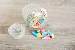 Tarro de cristal con la tapa apagado fotografía de archivo libre de regalías