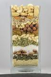 Tarro de cristal por completo de bayas nuts y de comida sana Imagenes de archivo