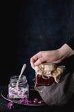 Tarro de jarabe de la lila Imagenes de archivo