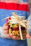 Tarro de la mezcla de los frutos secos y de la miel Imagen de archivo libre de regalías