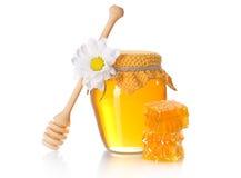 Tarro de la miel con el cazo de la miel Fotografía de archivo libre de regalías