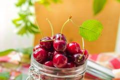 Tarro de las cerezas de la fruta fresca para los productos procesados Imagen de archivo