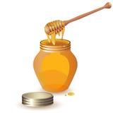 Tarro de miel con el cazo de madera Imagenes de archivo