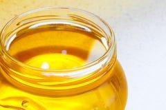 Tarro de miel floral orgánica Fotos de archivo libres de regalías