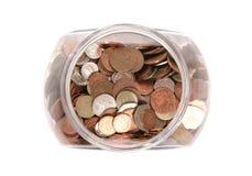 Tarro de monedas británicas del dinero en circulación Foto de archivo libre de regalías
