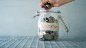 Tarro del dinero del concepto de la educación metrajes
