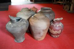 Tarro devastado viejo, en septentrional de Tailandia imagenes de archivo
