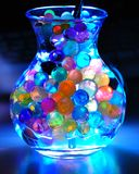 Tarro iluminado con las perlas coloridas Imagenes de archivo
