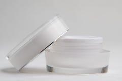 Tarro poner crema cosmético blanco Imagen de archivo libre de regalías