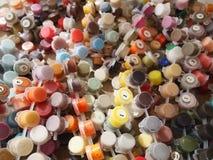 Tarros con las pinturas multicoloras Fotografía de archivo