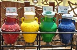 Tarros creativos para la basura que clasifica en Egipto Fotografía de archivo libre de regalías