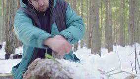 Tarros de cierre del ecologista con las muestras del suelo almacen de metraje de vídeo