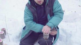 Tarros de cierre del ecologista con las muestras del suelo metrajes