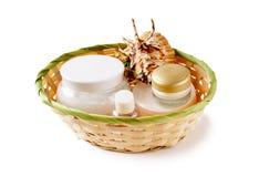 Tarros de crema en una cesta Imagen de archivo
