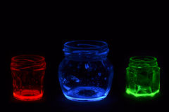 Tarros de cristal coloreados fluorescentes Foto de archivo