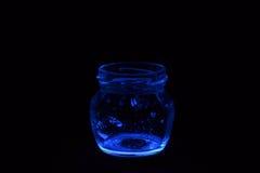 Tarros de cristal coloreados fluorescentes Fotos de archivo libres de regalías