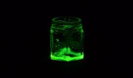Tarros de cristal coloreados fluorescentes Foto de archivo libre de regalías
