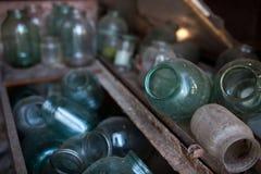 Tarros de cristal en la vertiente Foto de archivo