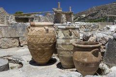 Tarros de la arcilla en el palacio de Knossos Foto de archivo
