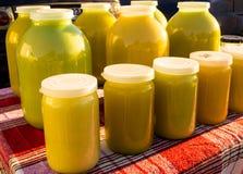 Tarros de miel orgánica Imagen de archivo